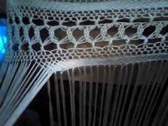 Terminación de enrejado de flecos y realización de la esterilla. MANTONES TERE FLAMENCA www.facebook.com/mantonestereflamenca Suscríbete para seguir mis videos. Macrame Tutorial, Shawl, Inspiration, Facebook, Inspired, Happy, Crocheted Lace, Embroidery, Flamenco Dresses