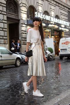 pazhalabirodriguez-fashion-blog-silver-pleated-skirt-white-sneakers-05