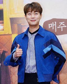 "610 Likes, 4 Comments - 어라운드어스 [AroundUS] (@aroundusentertainment) on Instagram: ""#윤두준 tvN House Cook Master Baek Season 3  Press Conference   #AroundUS #어라운드어스#tvN"""