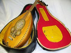 RARE VINTAGE BEAUTIFUL EGYPT EGYPTIAN OUD LUTE UD ARBI AL-UD UNIQUE KUITRA IN GREAT CONDITION WITH HARD CASE. EBAY AUCTION STARTING AT $698.98 OR BIN 898.98  FREE SHIPPING FOR US BUYERS