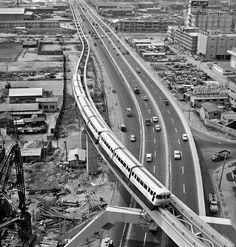 東京モノレールと首都高速道路   写真展 東京の半世紀 -定点観測者としての通信社- 主催 公益財団法人 新聞通信調査会