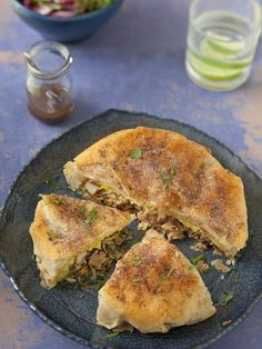 Pastilla au poulet (tourte marocaine aux feuilles de Brick)  - Marmiton No Salt Recipes, Cooking Recipes, Food Porn, Good Food, Yummy Food, Salty Foods, Ramadan Recipes, Middle Eastern Recipes, Arabic Food