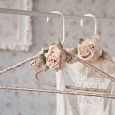 Somerset Home Spring 2016 - Solve the problem of blouses slipping off their hangers with these decorated beauties by Edan Ruthan Miller. Shabby Chic Crafts, Vintage Crafts, Shabby Chic Homes, Shabby Chic Decor, Wedding Dress Hanger, Wedding Hangers, Wedding Dresses, Crafts To Sell, Home Crafts