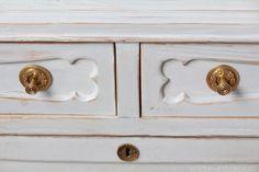 El bazar VINTAGE + CHIC: lámparas, muebles y objetos decorativos 100% vintage!: Cómoda antigua decapada gris · Ref. 8207 · Grey restored chest of drawers