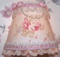 Shabby Chic Decor Easy Tips Tricks - Truly Exciting suggestions to style a wonderful and creative home decor shabby chic diy Fantasticalideas shared on this fun day 20190226 , note reference 5008252885 Baños Shabby Chic, Cocina Shabby Chic, Estilo Shabby Chic, Shabby Chic Living Room, Shabby Chic Interiors, Shabby Chic Bedrooms, Shabby Chic Kitchen, Shabby Chic Furniture, Cozy Bedroom