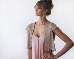 Beautiful and unique bridal bolero.Wear it over a basic top with your favorite jeans for a trendy look! Looks great over a plain dress, This is a perfect way to add glam to your wedding dress! Wedding Shrug, Bridal Bolero, Bridal Shrugs, Sequin Rose, Pink Sequin, Shrug For Dresses, Nice Dresses, Glamour, Jean Parfait