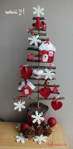 Rustic Christmas tree looks like an easy DIY Christmas Makes, Noel Christmas, Homemade Christmas, Rustic Christmas, Winter Christmas, All Things Christmas, Christmas Ornaments, Felt Ornaments, Christmas Projects