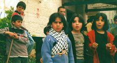 """PICCOLI RESISTENTI CRESCONO [Campo profughi palestinese di Dheishe]. Altro scatto di @Valentina Perniciaro che ha fatto parte della mostra """"Resistere oggi"""""""