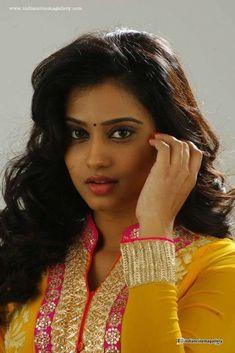 49 Ideas For Photography Women Curves Faces Beauty Full Girl, Cute Beauty, Beauty Women, South Indian Actress, Beautiful Indian Actress, Beautiful Lips, Most Beautiful Women, Photography Women, Food Photography