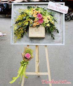 Creative Flower Arrangements, Table Arrangements, Floral Arrangements, Pretty Flowers, Fresh Flowers, Wedding Welcome Board, Aquarium Design, Flower Stands, Funeral Flowers