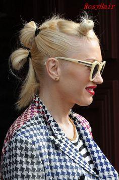 gwen stefani hair / gwen stefani & gwen stefani & gwen stefani style & gwen stefani hair & gwen stefani and blake shelton & gwen stefani makeup & gwen stefani style & gwen stefani no doubt Gwen Stefani Makeup, Gwen Stefani Hair, Gwen Stefani Mode, Gwen Stefani And Blake, Gwen Stefani Style, Twist Braid Hairstyles, 90s Hairstyles, Workout Hairstyles, Twist Braids