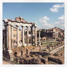 Mood of the day: Old. #Rome #tb #forumromanum #travel #wanderlust #architecture #urbex #livethelittlethings #welltravelled #visualgang