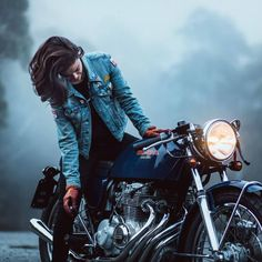 Racer Girl with her Honda CB Cafe Racer Cb Cafe Racer, Cafe Racer Girl, Cafe Racer Motorcycle, Motorcycle Design, Motorcycle Style, Motorcycle Gear, Harley Davidson, Lady Biker, Biker Girl
