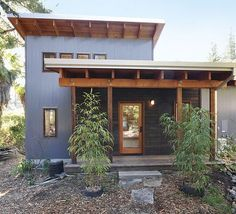 This California home combines traditional passive-solar strategies with new-age materials.