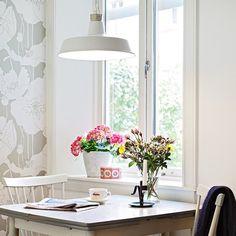 Lighting can make (or break) a room. Some great options that I love, for both ceiling pendants and table lamps. (via Med Et Lekent Sinn)