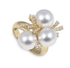 Consider having pearl accessories – like these ones from luxury pearl company Yoko London – as they lend elegance to a bride and accent her white gown beautifully. Affordable Diamond Rings, Unique Diamond Rings, Round Diamond Engagement Rings, Pearl Ring, Pearl Jewelry, Love Knot Ring, Bridal Ring Sets, Selling Jewelry, Diamond Heart