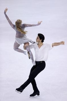 Kaitlyn Weaver & Andrew Poje Photo - ISU Grand Prix Of Figure Skating 2012/2013 Lexus Cup Of China - Day 2