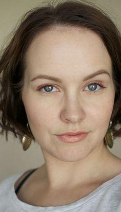 Using orange eye liner
