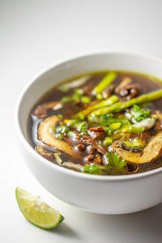 Pho-Style Mushroom Soup – Cancer v Me Vegan Mushroom Soup, Mushroom Broth, Vegan Stew, Mushroom Soup Recipes, Raw Vegan Recipes, Vegan Breakfast Recipes, Lunch Recipes, Dinner Recipes, Mushrooms
