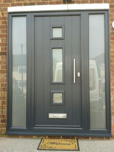 I loved this allocated porch design modern Composite Front Door, Windows And Doors, House Front Door, Contemporary Front Doors, Door Design Modern, Entrance Doors, Grey Front Doors, Front Entry Doors, House With Porch