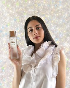 "Anisha | FILLING BLANKS® on Instagram: ""Radiance from within 💁🏻‍♀️✨ // Swipe to learn more about the L'Oréal Paris Revitalift Crystal Micro Essence #fillingblanks • #ad…"""