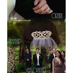 One Step Closerr ~~~ Bella Cullen, Edward Bella, Twilight Series, Twilight Movie, Twilight Wedding, Real Vampires, Breaking Dawn, Classic Literature, Love Story