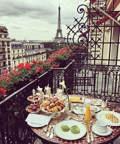 breakfast in paris :: #travel #photography