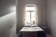 Situar la cama bajo la ventana estilo nórdico decoración en blanco decoración dormitorios nórdicos decoración de interiores cocinas blancas ...