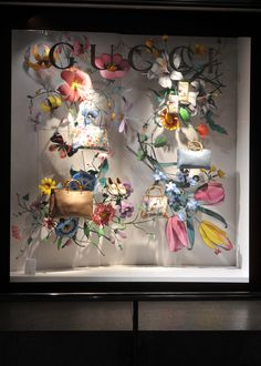 Summer floral window display at GUCCI. #retail #merchandising #window_display #summer #flowers