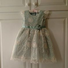 Beautiful size 3t dress. Seafoam green with white lace overlay.  Worn once.  Like new condition. Dresses