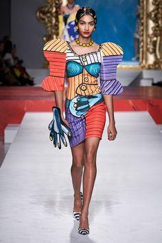 Moschino Spring 2020 Ready-to-Wear Fashion Show - Vogue Spring Fashion, Fashion Show, Autumn Fashion, Fashion Design, Fashion Fashion, Milan Fashion, Fashion Outfits, Moschino, Milano Fashion Week