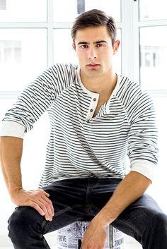 . Poses, Mens Tops, T Shirt, Fashion, Men's, Figure Poses, Supreme T Shirt, Moda, Tee Shirt