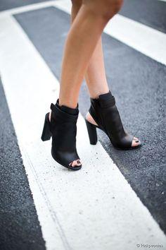 Open toes booties                                                                                                                                                     Plus