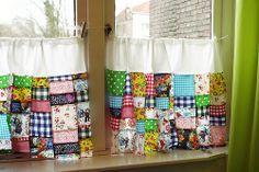 Cortinas de patchwork. Colorful patchwork curtains.