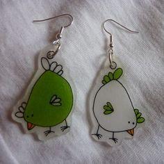BO_Les_poulettes___vert_pomme Plastic Fou, Shrink Paper, Shrink Plastic Jewelry, Pet Plastic Bottles, Shrink Art, Shrink Film, Paper Jewelry, Diy Jewelry, Handmade Jewelry