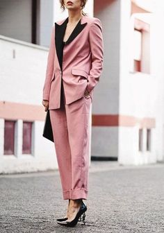 How to Wear a Pink Suit Like a Hipster Trench Coats, Cute Casual Outfits, Stylish Outfits, Girly Outfits, Suit Fashion, Fashion Outfits, Fashion Clothes, Belle Silhouette, Insta Outfits
