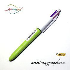 Bolígrafo Bic 4 colores fashion, con un diseño moderno y llamativo en diferentes colores. Cuenta con sistema retractil de 4 colores (azul cielo, verde, morado y rosa). Tinta de aceite bola de 1mm y trazo de 0,4mm.