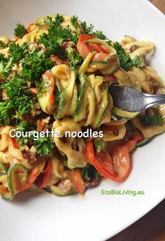 Courgette Noodles met paprika – rauwe groenteslierten • EcoBioLiving Low Carb Keto, Low Carb Recipes, Vegan Recipes, Spiralizer Recipes, Paleo Dinner, Breakfast For Dinner, Healthy Fats, I Foods, Asian Dressing