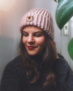 Freue mich, euch diesen Artikel aus meinem Shop bei #etsy vorzustellen: Handgestrickte Beanie Mütze aus Wolle in altrosa Headpiece, Sewing, Knitting, Hats, Handmade, Fashion, Turban Headbands, Beanies, Dusty Pink