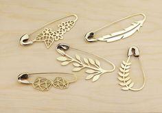 Metal Jewelry, Jewelry Box, Jewelry Accessories, Bijoux Design, Jewelry Design, Safety Pin Jewelry, Safety Pins, Jewelry Trends 2018, Brooch Pin