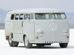 http://images.hotrod.com/featuredvehicles/hrdp_0612_ten_07_z+top_hot_rods_2006+1962_vw_bus+front_view.jpg