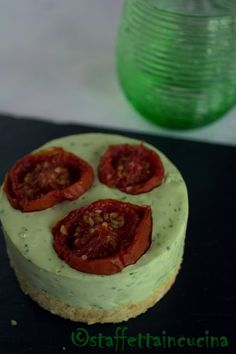 Cheesecake al pesto con pomodorini confit - Cheesecake with pesto and tomatoes