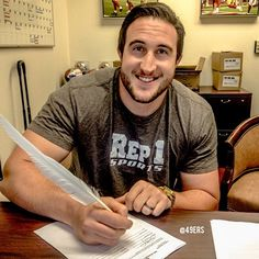 Joe Staley signs with a feather and ink. Now that's how you sign a contract extension! Nfl Preseason, San Francisco 49ers, Football Players, Instagram Posts, Feather, Signs, Soccer Players, Shop Signs, Feathers