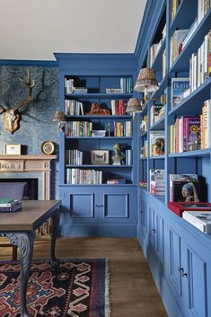 Clevere Schreinerei-Ideen Clever joinery ideas How to create made-to-measure storage using bespoke joinery H Design, House Design, Mdf Shelving, Solid Oak Bookcase, Home Library Design, Study Interior Design, Interior Ideas, Mdf Doors, Sweet Home
