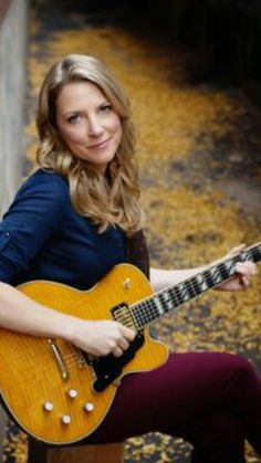 Susan Tedeschi, great guitarist, singer, wife of Derek Trucks. Susan Tedeschi, Stoner Rock, Guitar Girl, Music Guitar, Guitar Chords, Female Guitarist, Female Singers, Hard Rock, Tedeschi Trucks Band
