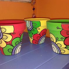 Clay Pot Crafts, Owl Crafts, Diy Arts And Crafts, Painted Clay Pots, Painted Flower Pots, Painted Trash Cans, Flower Pot Art, Succulent Gardening, Pebble Painting