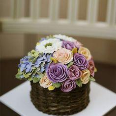 Thailand student's work.. Basket style flower cake... #koreanbuttercream #2 #instagood #cake #cakeicing #buttercream #flowers #flowercake # #flower #buttercreamflowers #flowercake #kissthecake #blossom  #케익 #케이크 #플라워케이크 #꽃 #버터크림 #키스더케이크 #버터플라워케이크 #버터크림플라워케이크
