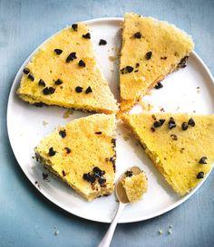 Choco coco expressIngrédients (pour 10 parts) :-40 g de chocolat en pépites-2 œufs moyens-80 g de sucre en poudre-20 g de noix de coco râpée (sèche)-50 g de beurre doux allégé à 39-41 %-100 ml de lait écrémé-100 g de farine-1 sachet de levure chimiquePréparation :Faire fondre le beurre dans le lait au four à micro-ondes.Dans un saladier, mélanger la farine, la levure, le sucre et la noix de coco. Ajouter les œufs puis le lait chaud et mélanger.Verser la moitié de la pâte dans le moule…