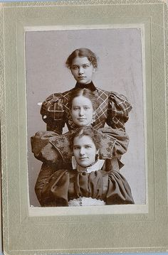 Stacked young ladies - These 3 young Victorian ladies could be sisters. Explore Kingkongphoto & www. Antique Photos, Vintage Pictures, Old Pictures, Vintage Images, Old Photos, Vintage Abbildungen, Vintage Beauty, Vintage Ladies, Victorian Women