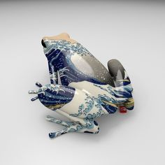 Wish I knew more about this ceramic frog decorated with Hokusai's The Great Wave. Via The Gifts of Life. Frog Pictures, Frog Crafts, Funny Frogs, Frog Art, Frog And Toad, Tree Frogs, Japanese Art, Caricature, Sculpture Art